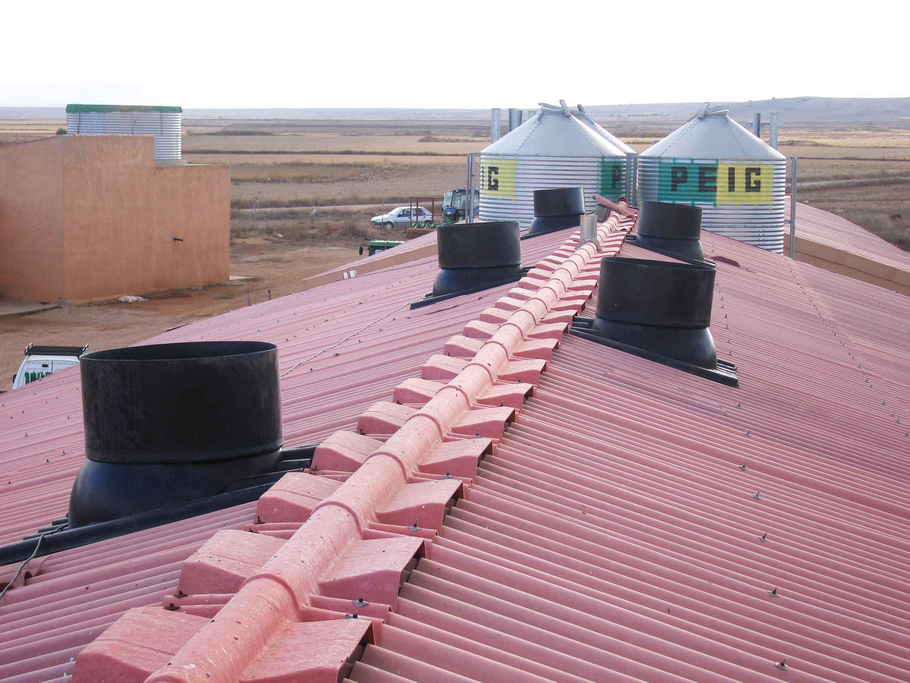 cubierta cebadero porcino con la instalación de chimeneas