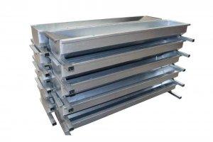 Sistema de abrevadero utilizado en suelo sin patas y fabricado en acero galvanizado de gran resistencia y durabilidad para ganado ovino.