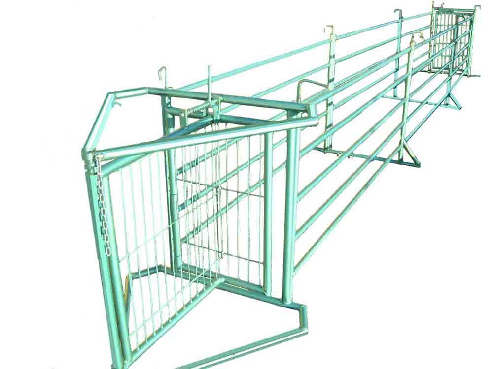 Manga de manejo para facilitar el movimiento, control o separación de lotes de animales.