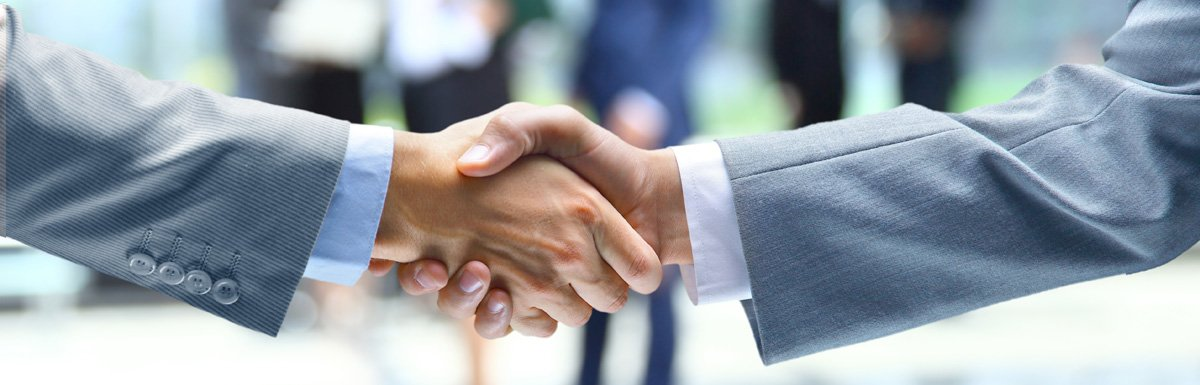 Dos manos confirmando un acuerdo