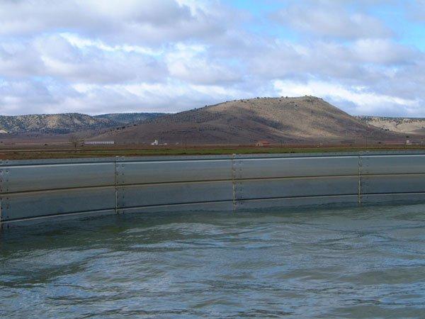 deposito de agua sin cubierta, litros de agua