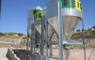 Silo metálicos para el almacenamiento de pienso con cono central, para guardar harina, pienso o grano en cualquier tipo de material destinado a la producción animal.