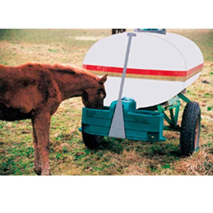 Abrevadero exterior para caballos. Experiencia y profesionalidad en el diseño y construcción de proyectos especializados en gestión y construcción explotaciones de ganado equino y naves para caballos y yeguas.