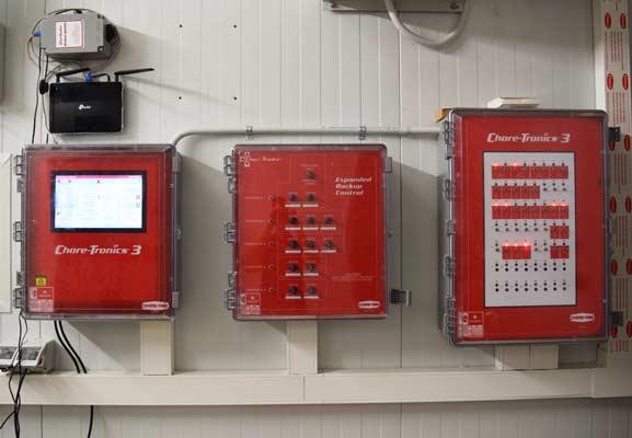 Controlador CHORE-TRONICS 3 de Chore-Time instalado en una granja de pollos de engorde