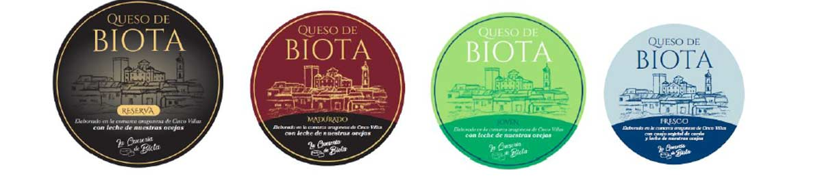 Imagen de los diferentes quesos disponibles en la quesería de Biota.